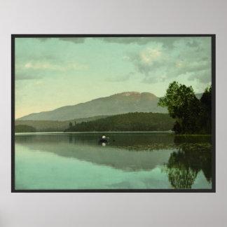 """Montaña del signo """"&"""" en el lago redondo (Saranac  Póster"""