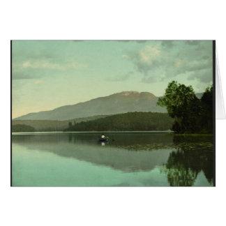 """Montaña del signo """"&"""" en el lago redondo (Saranac Tarjeta De Felicitación"""