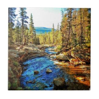 Montaña, escena 05 de la naturaleza del río azulejo cuadrado pequeño