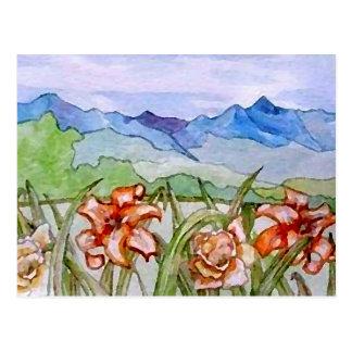 Montaña floral - arte de CricketDiane Tarjetas Postales