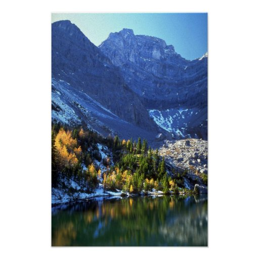 Montaña innomada del lago y de la piedra sepulcral posters