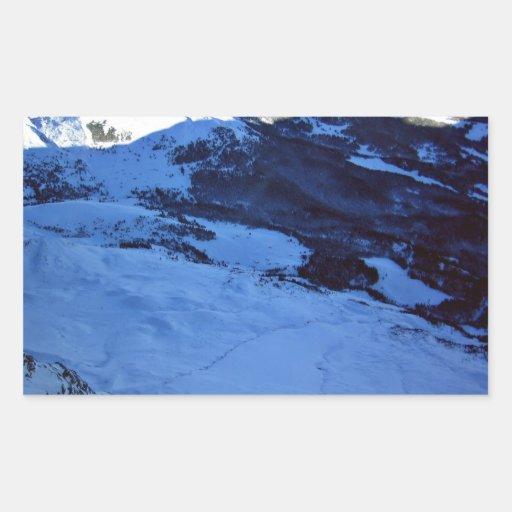 Montaña Nevado en un día soleado Pegatina Rectangular