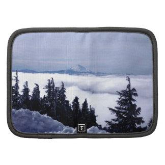 Montaña nublada organizador