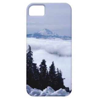 Montaña nublada iPhone 5 protectores