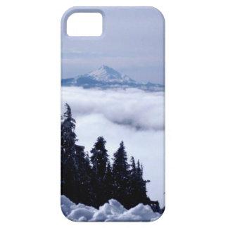 Montaña nublada funda para iPhone 5 barely there