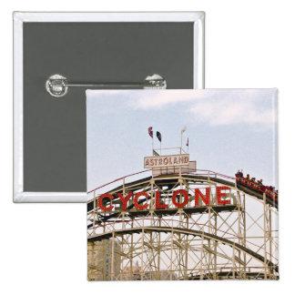 Montaña rusa del ciclón - Coney Island, botón de N Pins
