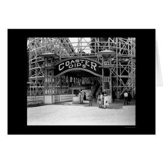 Montaña rusa en el parque 1928 del eco de la tarjeta de felicitación