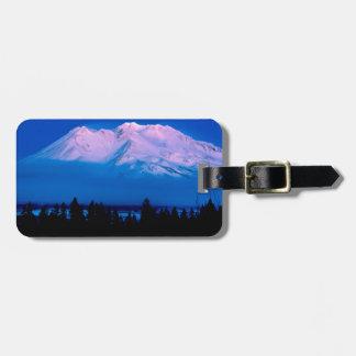Montaña sobre las nubes Mt Shasta California Etiqueta De Equipaje