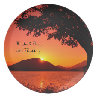 Montaña tranquila del lago sunset de la caída herm plato para fiesta