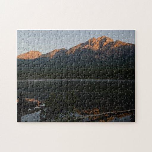Montaña y lago de la pirámide en el amanecer Alber Rompecabeza Con Fotos