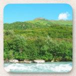 Montaña y río asombrosos posavasos de bebidas
