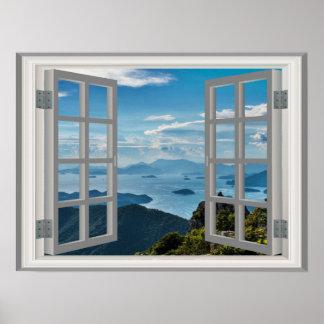 Montañas asiáticas azules brumosas del océano de póster