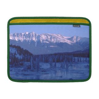 Montañas congeladas Banff Alberta Nevado del río Funda Macbook Air