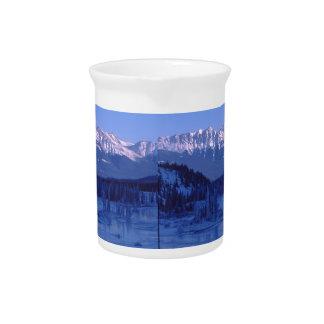 Montañas congeladas Banff Alberta Nevado del río Jarra Para Bebida