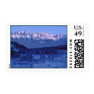 Montañas congeladas Banff Alberta Nevado del río Sello