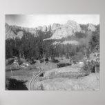 Montañas de Buckhorn más allá de pistas de ferroca Poster
