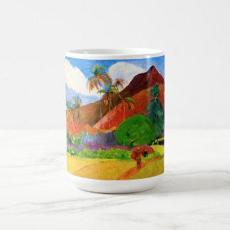Montañas de Gauguin en la taza de Tahití