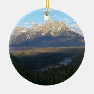 Montañas de Jackson Hole Adorno Navideño Redondo De Cerámica