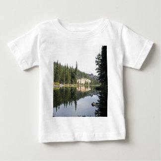 Montañas de la cascada, diablos lago, Oregon Playera De Bebé
