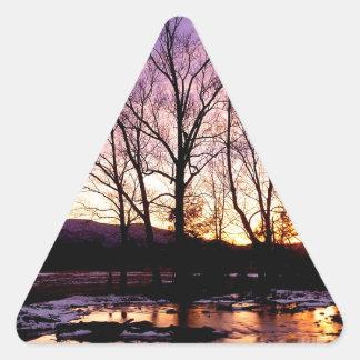 Montañas de la ensenada de Cades de la puesta del Pegatina Triangular
