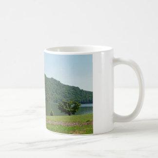 Montañas de la taza de café de la foto de