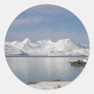 Montañas de Makushin en invierno Pegatina Redonda