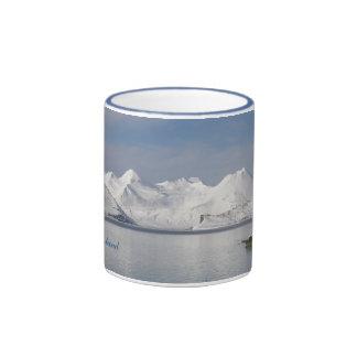 Montañas de Makushin en invierno Taza A Dos Colores