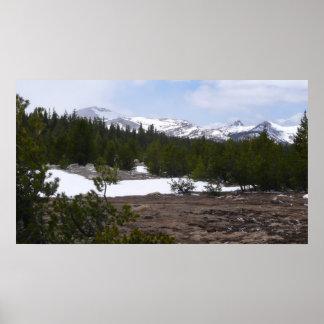 Montañas de Sierra Nevada e impresión de la nieve Posters