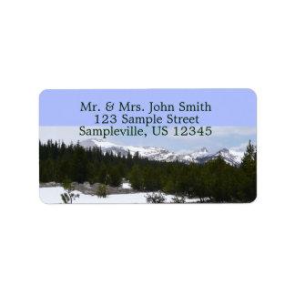 Montañas de Sierra Nevada en etiqueta de dirección