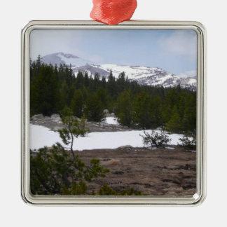 Montañas de Sierra Nevada y ornamento de la nieve Adorno Navideño Cuadrado De Metal