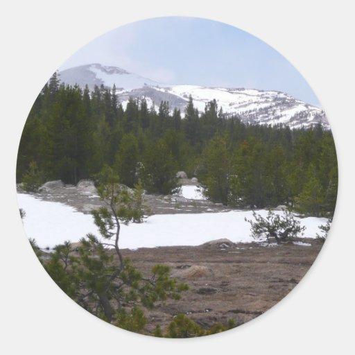 Montañas de Sierra Nevada y pegatina de la nieve