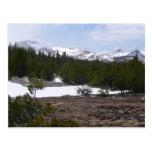 Montañas de Sierra Nevada y postal de la nieve