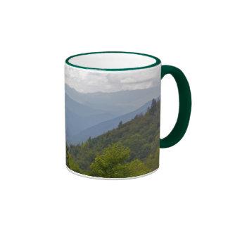 Montañas de Smokey Taza De Dos Colores