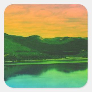Montañas del arco iris y agua Canadá de la costa Pegatina Cuadrada
