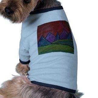 Montañas del color camisa de perrito