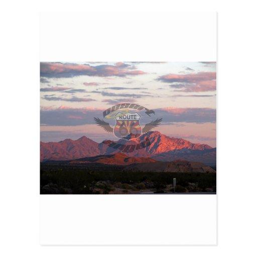Montañas del desierto con el logotipo postal