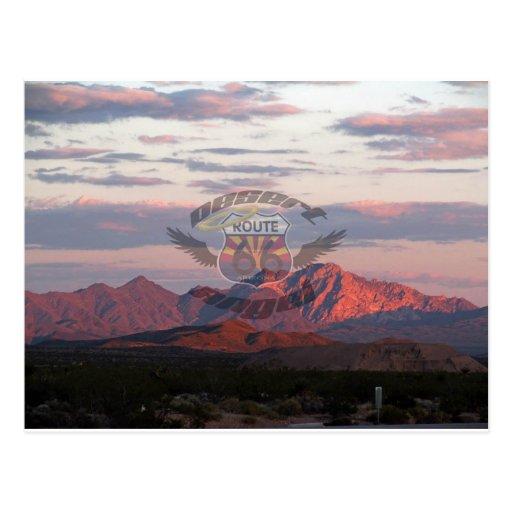 Montañas del desierto con el logotipo postales