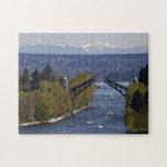 Montañas del puente y de la cascada de Montlake Puzzle