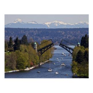 Montañas del puente y de la cascada de Montlake Tarjeta Postal