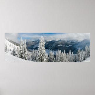 Montañas en invierno póster