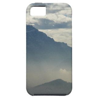Montañas en la distancia iPhone 5 fundas
