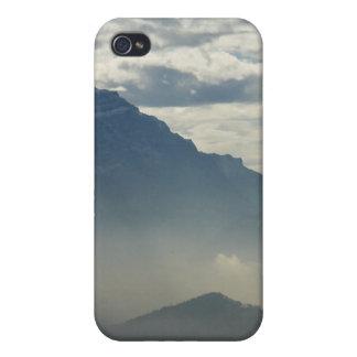 Montañas en la distancia iPhone 4 fundas