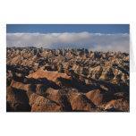 Montañas en niebla de la mañana tarjeta de felicitación