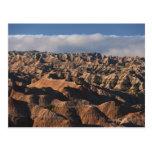 Montañas en niebla de la mañana tarjeta postal
