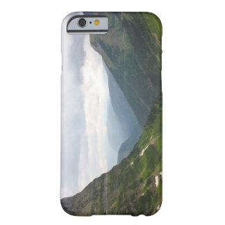 Montañas en Parque Nacional Glacier Funda De iPhone 6 Barely There