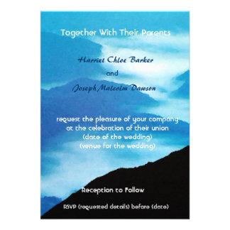 Montañas invitación distantes del boda
