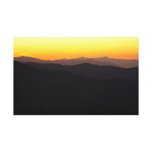 Montañas majestuosas lienzo envuelto para galerias
