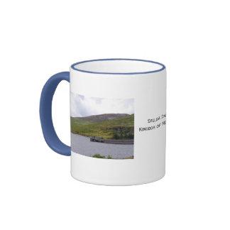 Montañas N Irlanda de Mourne de la presa de Spelga Taza A Dos Colores