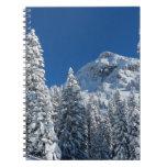 Montañas nevadas de los árboles del país de las ma libro de apuntes con espiral