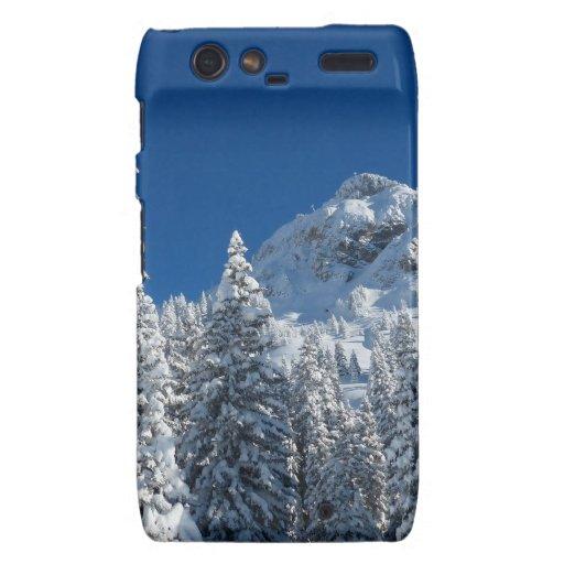 Montañas nevadas de los árboles del país de las ma motorola droid RAZR carcasa